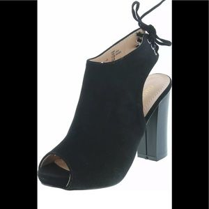 NWT Chase & Chloe Marcy Block Ankle Booties